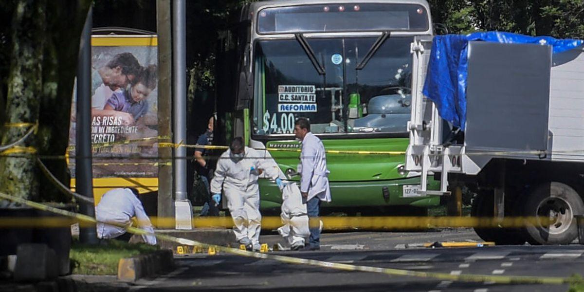 Atentan contra secretario de Seguridad de la Ciudad de México; al menos tres personas murieron