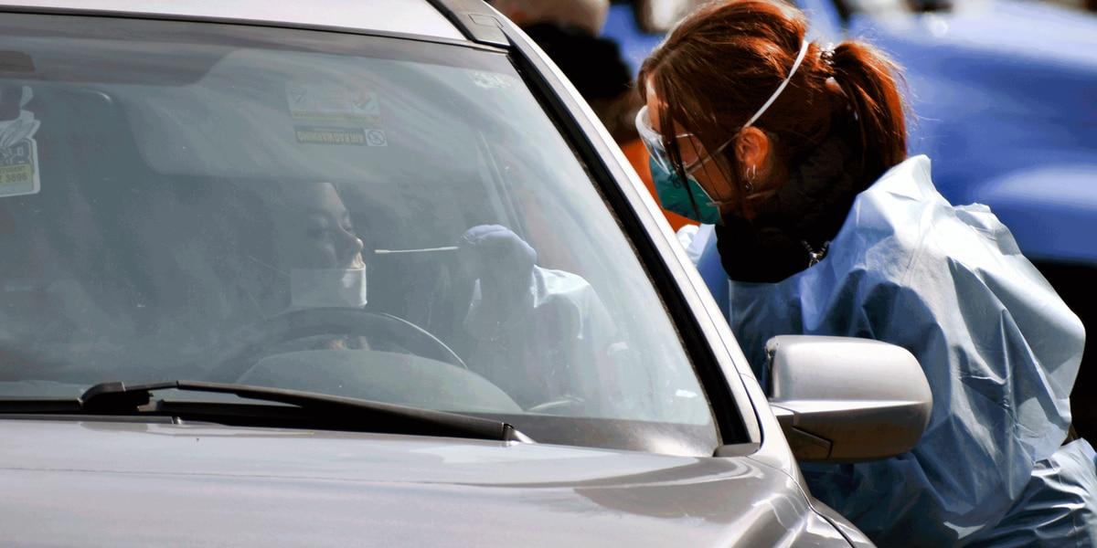 La prueba de coronavirus es gratuita, pero curarse puede costarle miles de dólares