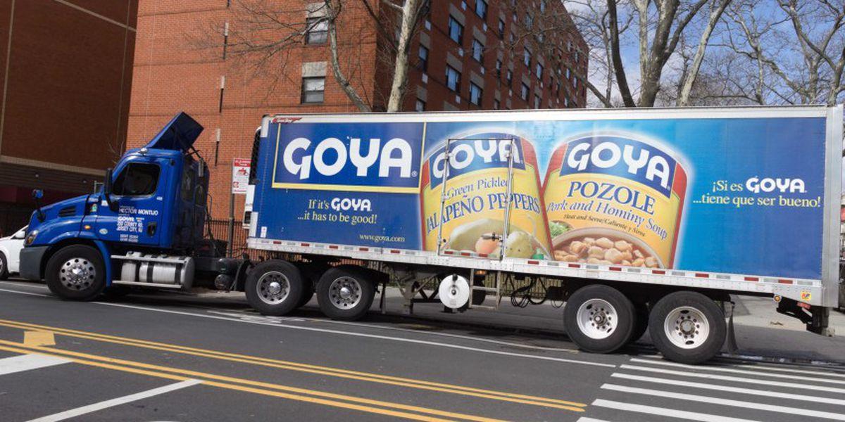 Piden boicot contra Goya tras elogio a Donald Trump