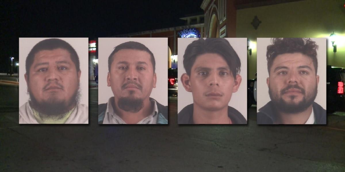 Policía: Arrestados tras disparos en centro comercial de Fort Worth