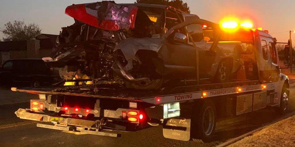 Una persona muere, otra gravemente herida después de que una persecución a alta velocidad termina en un accidente