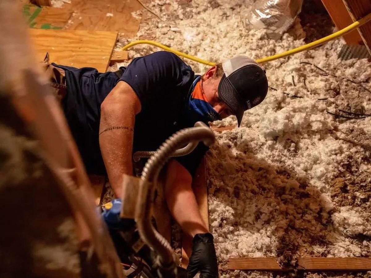 La escasez de plomeros y los problemas de la cadena de suministro retrasan las tareas de recuperación de la tormenta en Texas