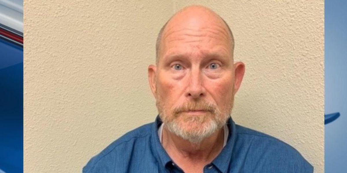 Policía: Director de Coro de Escuela Andrews Middle School fue encontrado con pornografía infantil