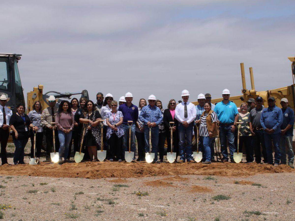 Se celebra la colocación de la primera piedra del Centro de Aplicación de la Ley del Condado de Crane