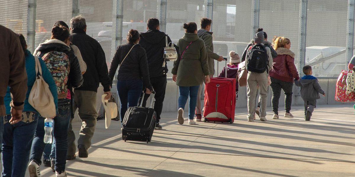 Las familias migrantes no permanecerán detenidas más de 72 horas, asegura ICE