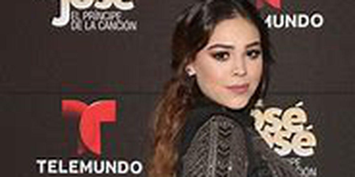 Danna Paola bailó muy sexy en plena calle de Madrid