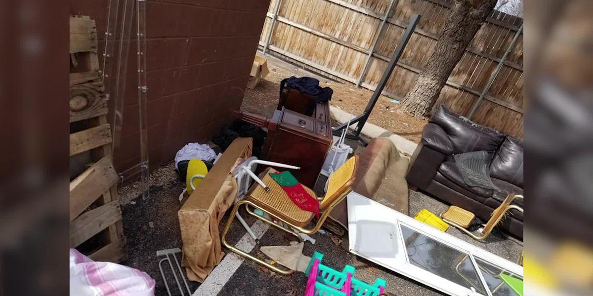 Empleados de Goodwill atrapados arrojando donaciones a la basura. CEO promete cambios