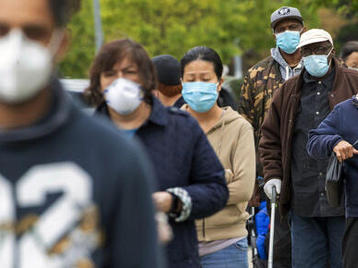 Los CDC permiten que las personas vacunadas dejen de usar mascarilla en interiores y exteriores