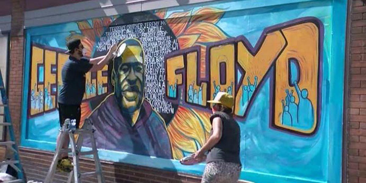 Familia demanda cargos contra 4 oficiales en la muerte de Floyd