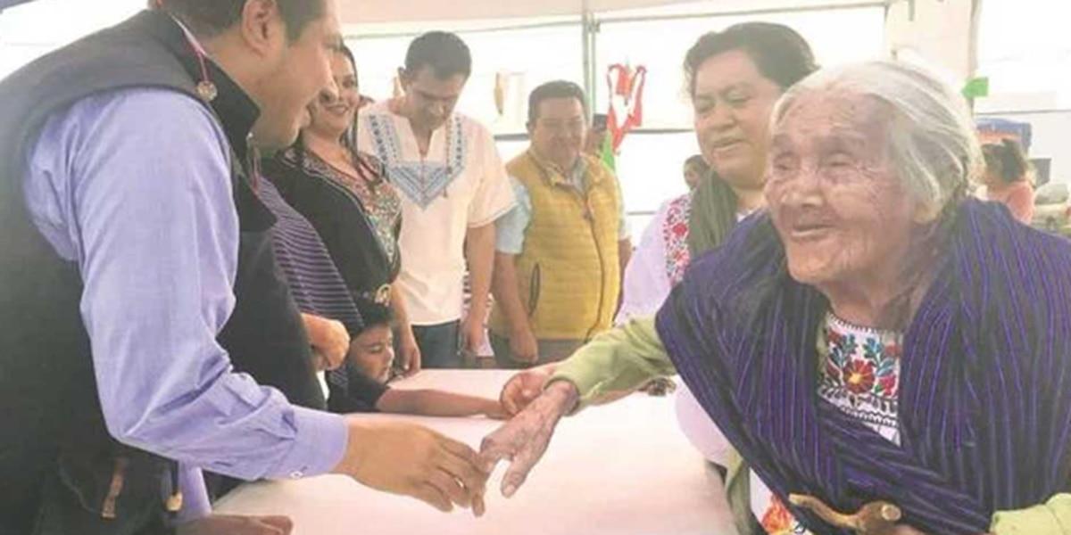 Reconocen en Michoacán a abuelita que inspiró 'Coco'
