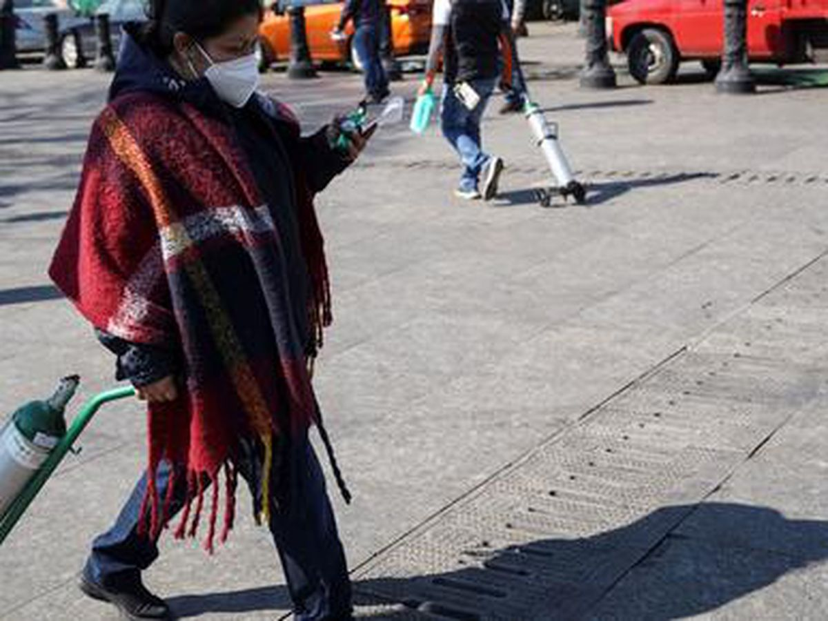 Las muertes por coronavirus en México rompen récord y crece desesperación por conseguir oxígeno