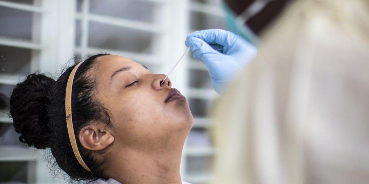 ¿Necesito hacerme la prueba de COVID-19 si estoy vacunado?