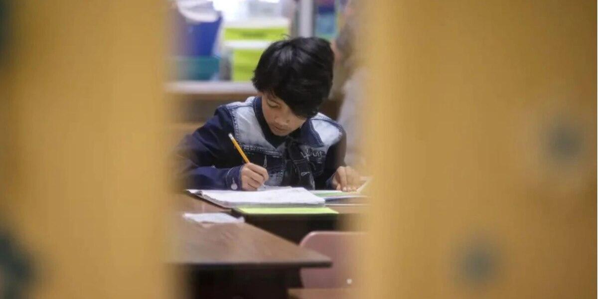 Las mascarillas serán obligatorias en muchas escuelas de Texas cuando vuelvan a abrir este otoño, dice la agencia de educación