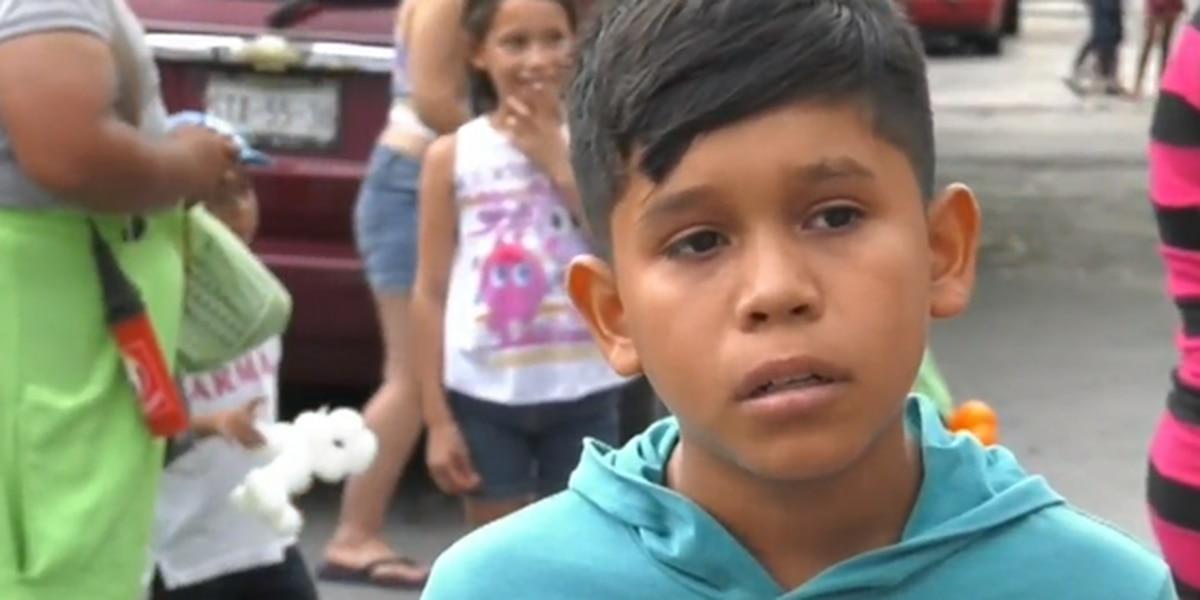 """""""Mi primo resbaló, intenté agarrarlo y se me fue"""": un niño cuenta lo que vivió tras el paso de Hanna por México"""