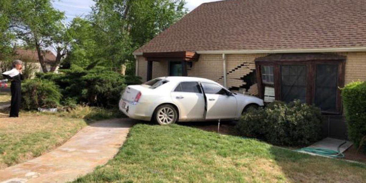 Policía: Un conductor de 14 años choca contra una casa luego de un accidente vehicular en Odessa