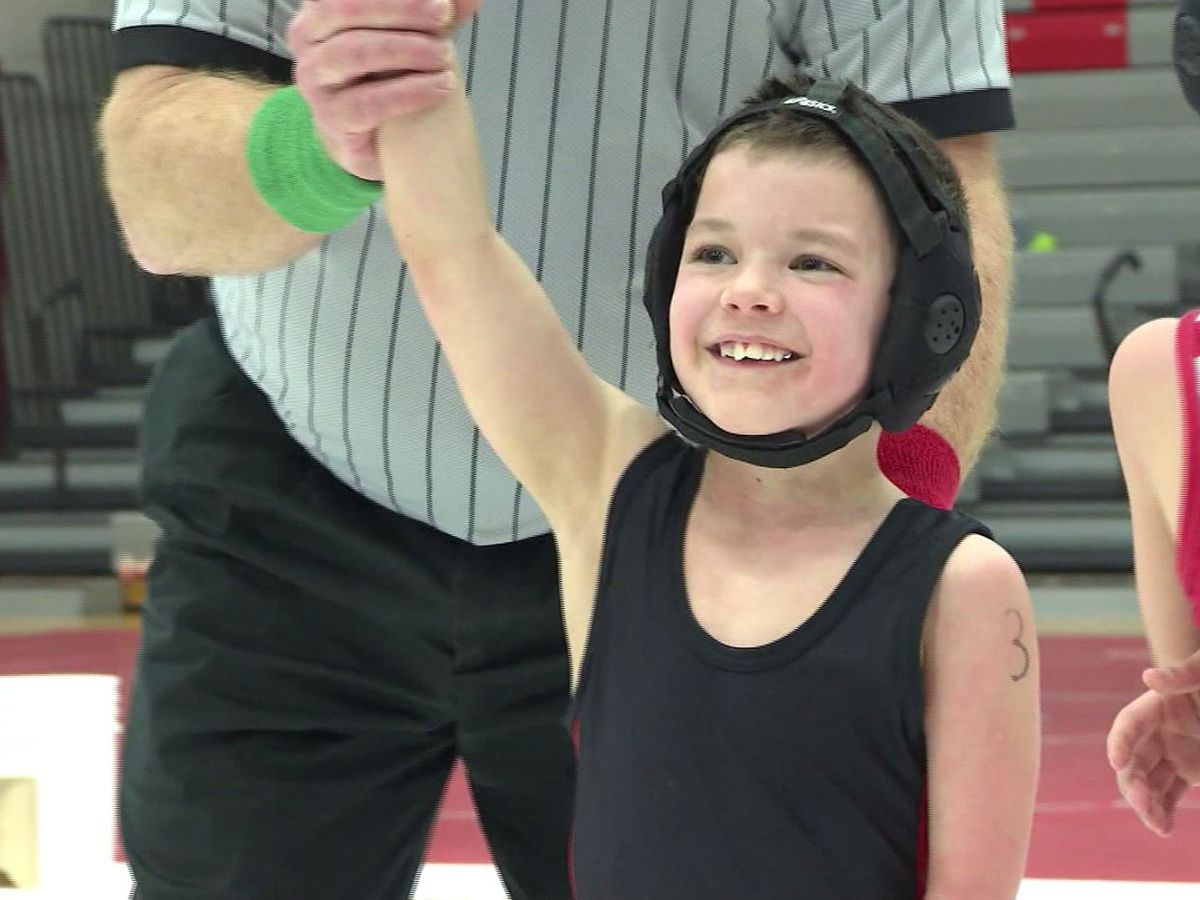 6-year-old with no feet and one hand succeeds in wrestling