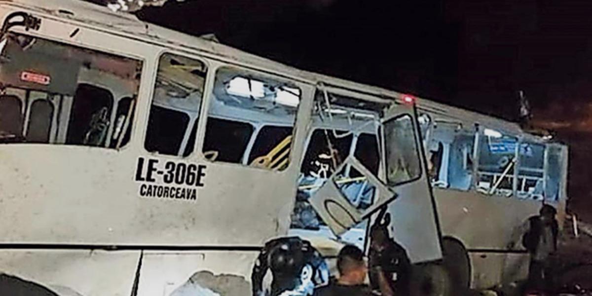 Deja camionazo nueve muertos en Guanajuato