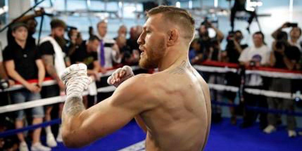 Mayweather y McGregor pelearán con guantes más pequeños