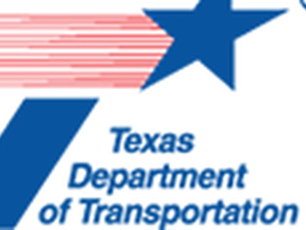 """TxDOT anima a los conductores a """"no tomar y manejar"""" en esta temporada de vacaciones"""