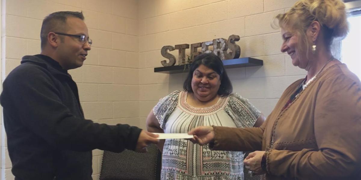 Un residente de Big Spring paga todas los cuentas negativas de comidas de estudiantes