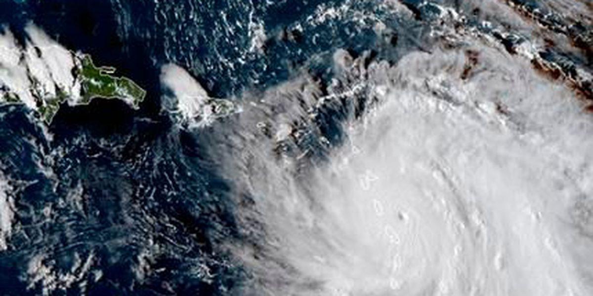 El huracán María, de categoría 5, toca tierra en Dominica