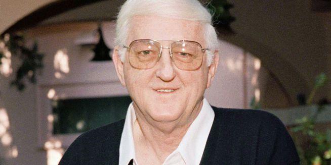 Sports writing great, 'Semi Tough' author Dan Jenkins dies at 89