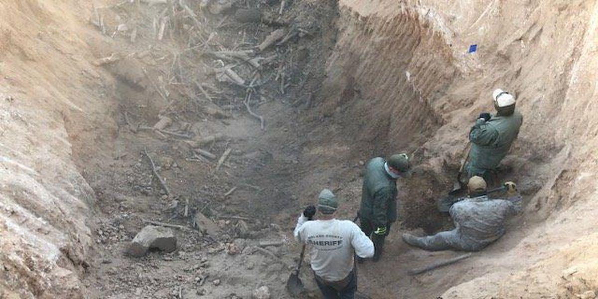 Las autoridades alcanzan el fondo del primer pozo, no se encontraron más restos humanos