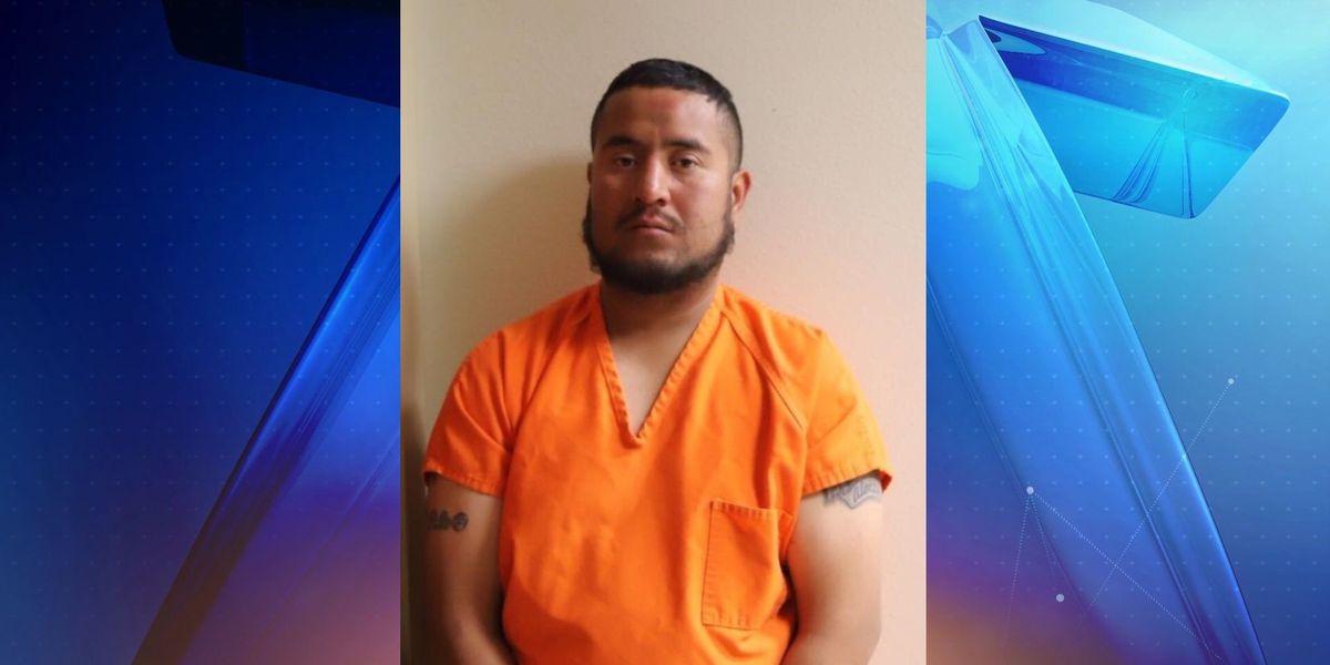 Conductor acusado con asalto de intoxicación luego que causó un accidente que mandó a dos personas al hospital